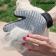 krtaca-in-masazna-rokavica-innovagoods%20(1)